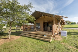Badkamer Met Buitenruimte : Safaritent met badkamer